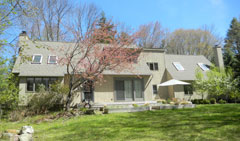 Upscale-Woodridge-Lake-Country-Home-12-Ashley-Dr,-Goshen-CT-$425,000